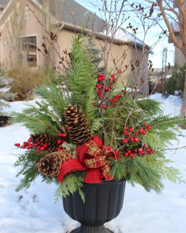 5108817118955a650ea2269b47400ebe christmas urns christmas planters 5108817118955a650ea2269b47400ebe christmas urns christmas planters front porch - Decorating Front Porch Urns For Christmas